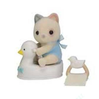 Sylvanian Families - Младенец в пластиковом сундучке Котёнок на уточке
